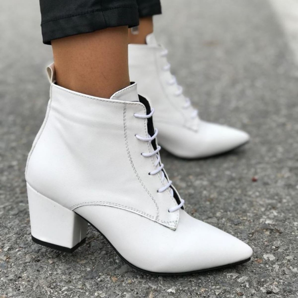beyaz-bot-trendi