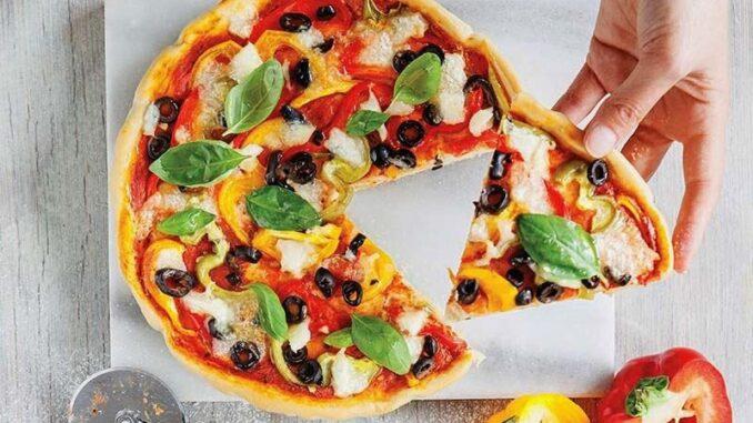 renkli biberli pizza ddd1f8d5 482b 4ee7 b94a 5e4a94896ab9